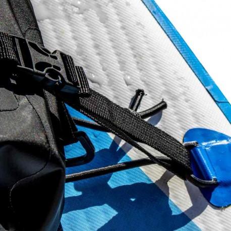 Sac étanche Deck Bag attaché sur le pont d'une planche de Stand Up Paddle